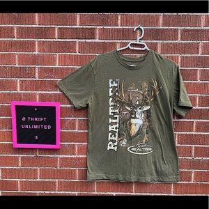 Realtree hunting t-shirt 🦌
